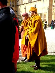Venerable Dhammasami and Venerable Pannyawamsa from Oxford Buddhist Vihara